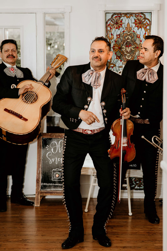 traditional mariachi band for sweet sixteen