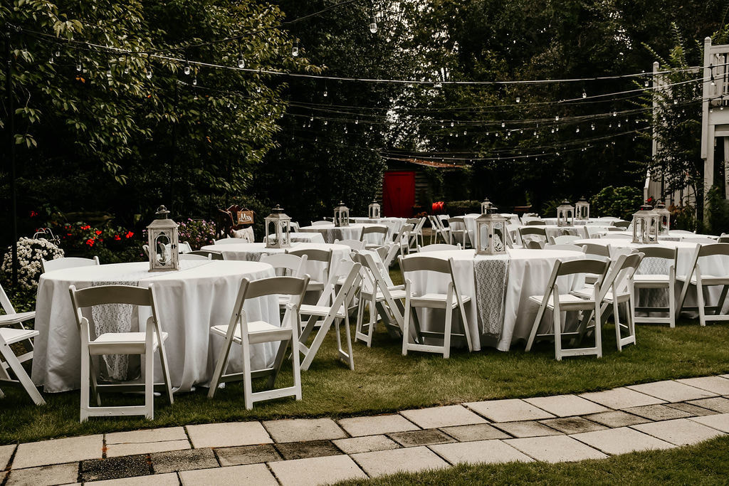 simple outdoor wedding reception table setup