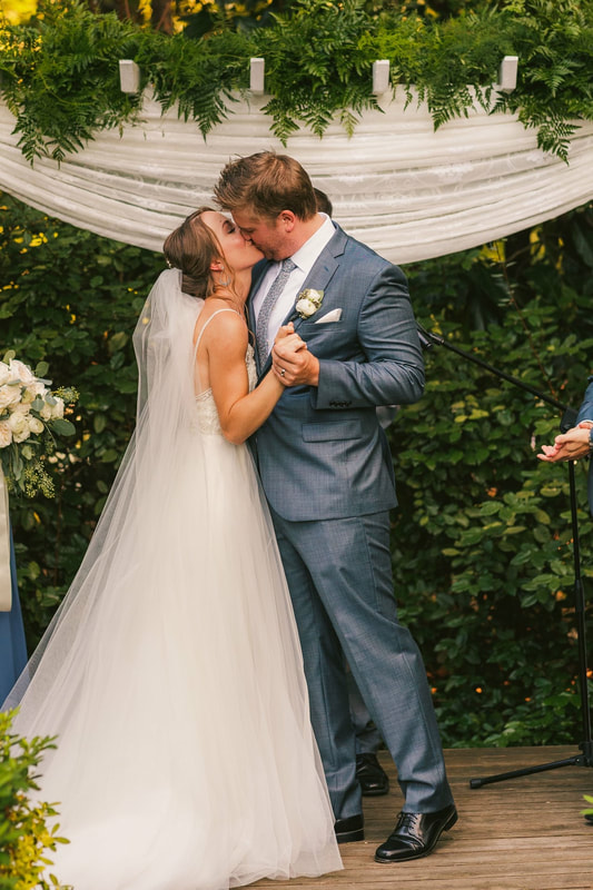 first kiss at altar after wedding vows