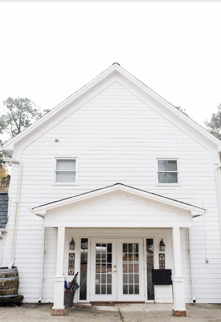 Four Oaks Manor's all-white carriage house for small events and weddings
