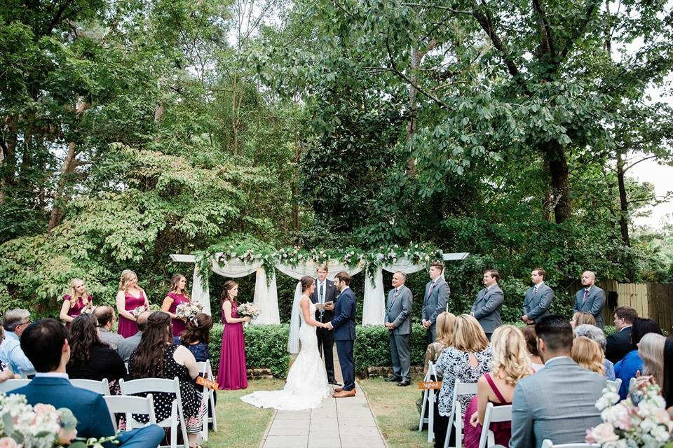 fall outdoor wedding ceremony with cabernet, navy and gray wedding colors