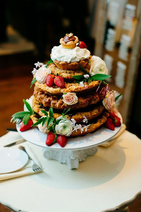 Pie wedding cake with flowers and strawberries