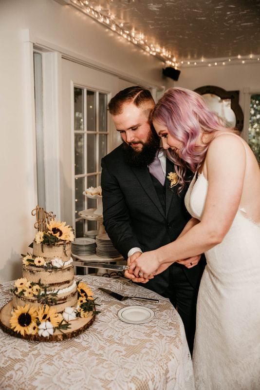 newlyweds cutting rustic southern naked wedding cake
